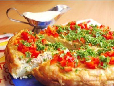 Tortilla rellena de tomate y atún